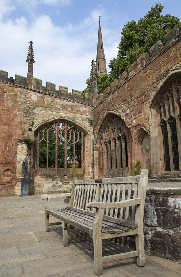 考文垂大教堂废墟在英国 免版税库存照片