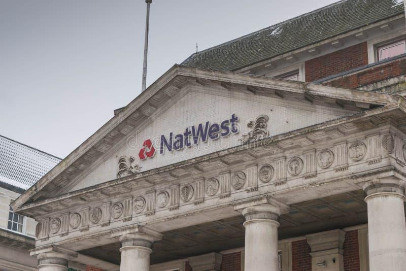 考文垂,英国,英国- 2018年3月3日:NastWest银行分行在考文垂市中心在一个多云降雪的早晨 的treadled 免版税库存照片