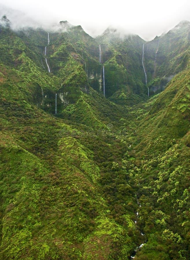 考艾岛薄雾瀑布 免版税库存照片
