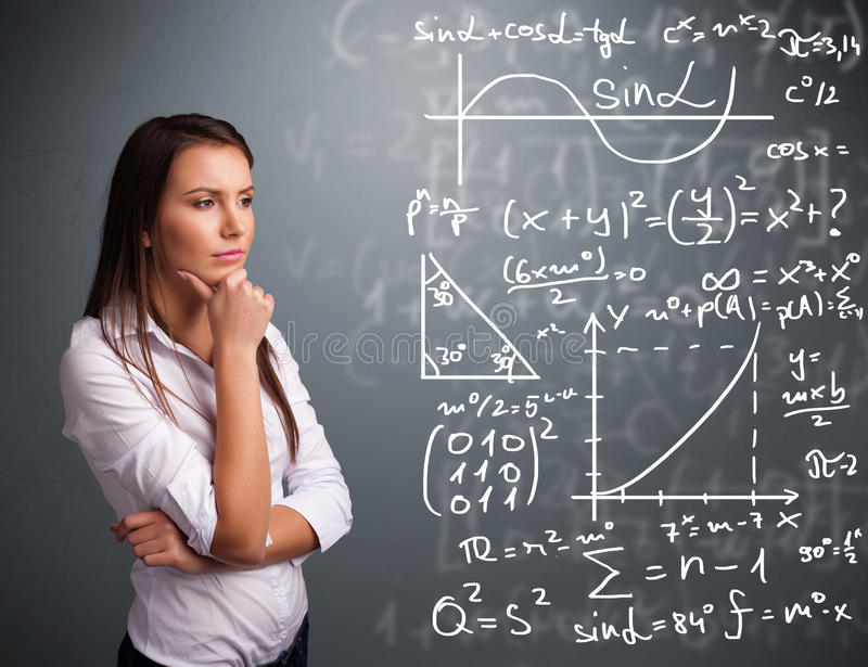 考虑复杂数学符号的美丽的学校女孩 免版税库存照片