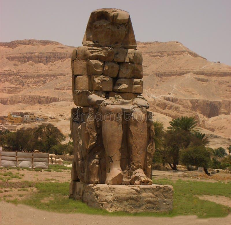 死者埃及市- 2010年7月7日:死的监护人上帝城市的雕塑 库存图片