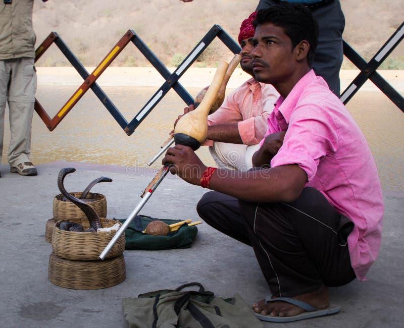 耍蛇者在斋浦尔,印度 图库摄影