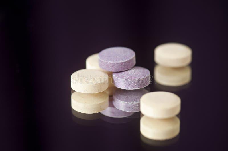 耐咀嚼的维生素、矿物、补充或者医学药片 库存照片