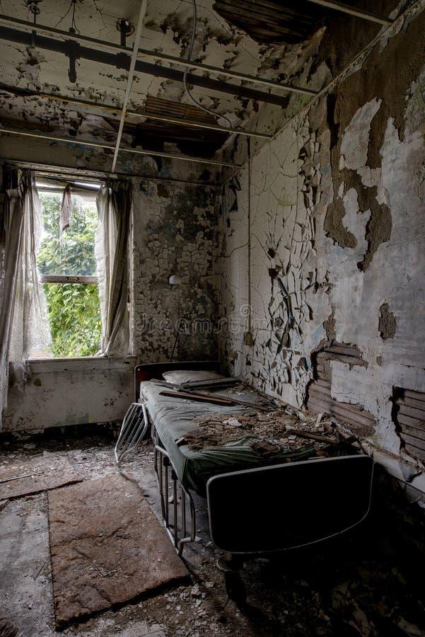 耐心室-被放弃的医院&老人院 免版税图库摄影