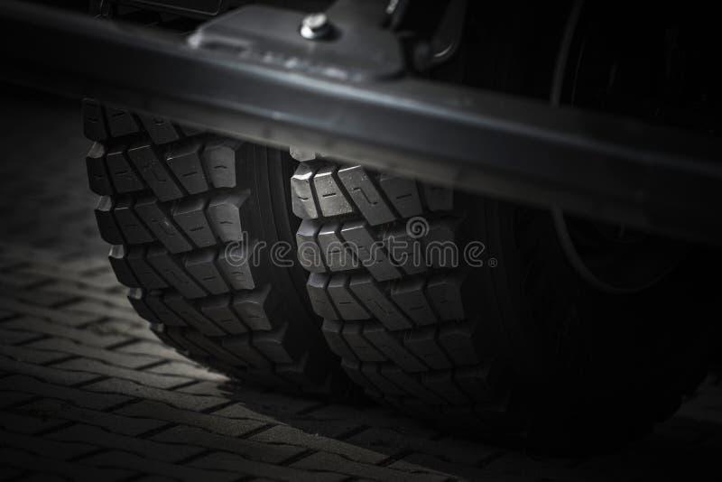 耐用卡车轮胎 免版税库存图片