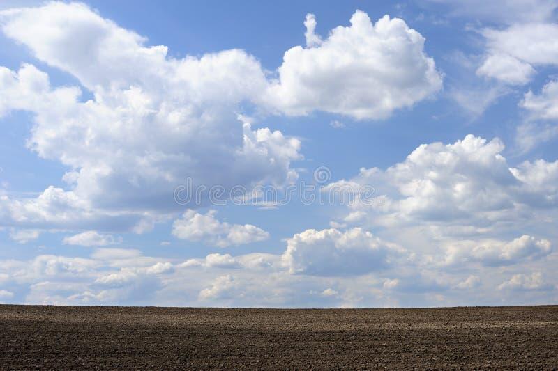 耕地天空 库存照片