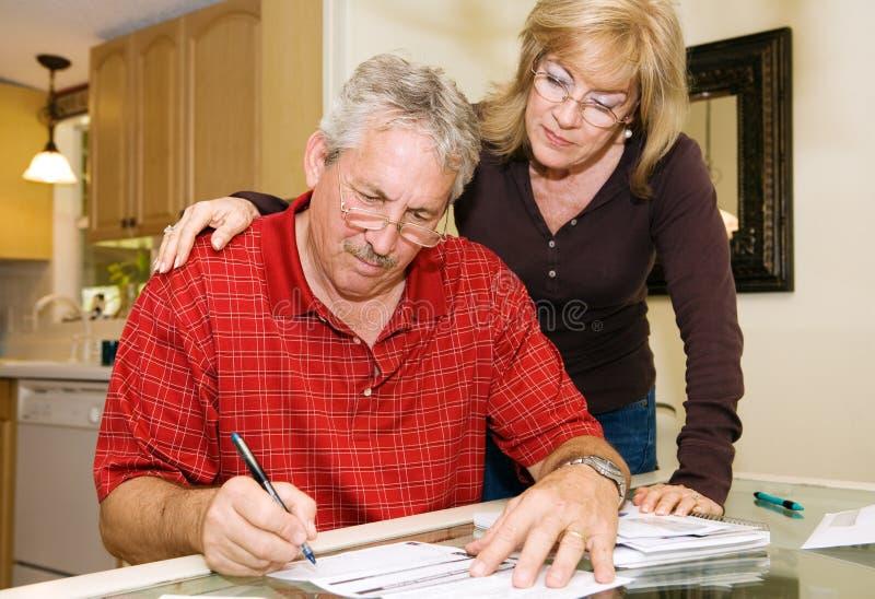 耦合成熟文书工作签字 免版税库存照片