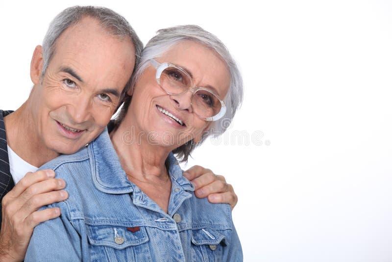 耦合年长的人拥抱 库存照片