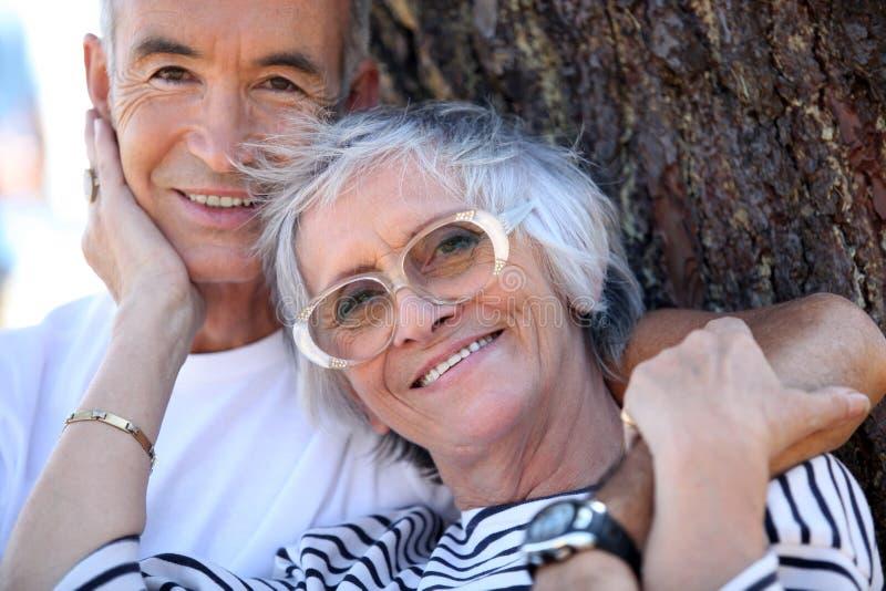 耦合年长的人 库存照片