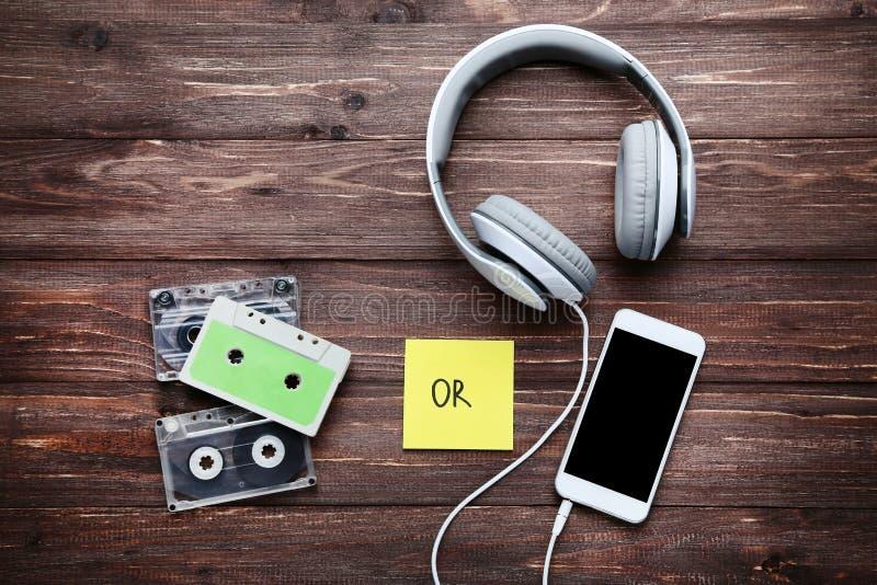 耳机和盒式磁带 免版税库存图片