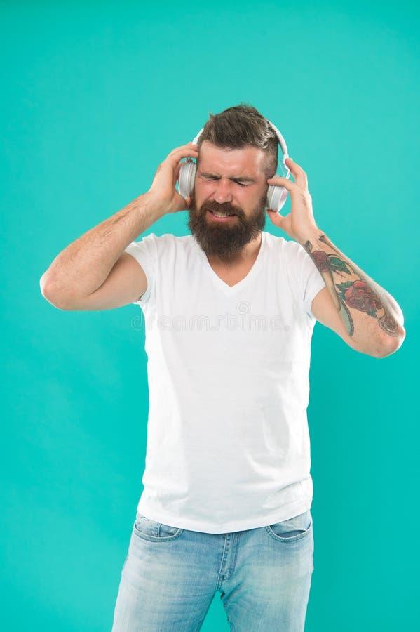 耳机的人 自由网上音乐来源全部不同地运作一点位并且有许多不同的特点 ?? 免版税库存照片