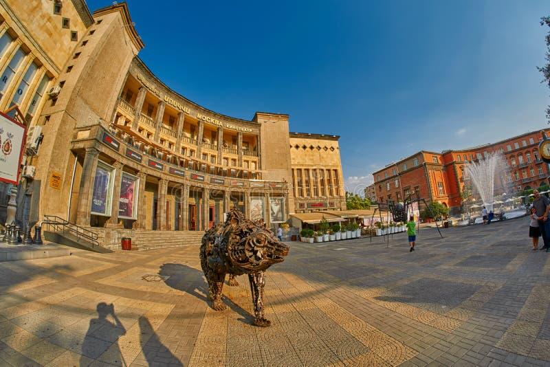 耶烈万,亚美尼亚- 2017年8月05日:查尔斯・阿兹内尔的广场 免版税库存图片
