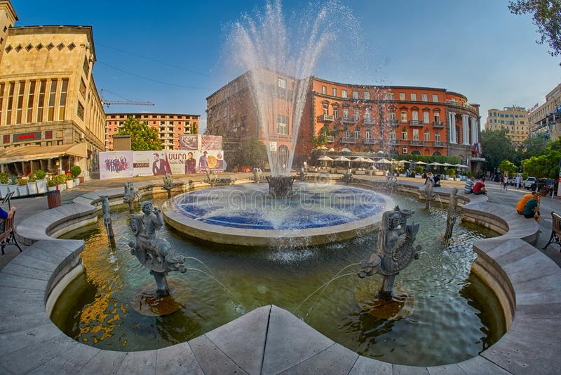 耶烈万,亚美尼亚- 2017年8月05日:查尔斯・阿兹内尔的广场 免版税图库摄影