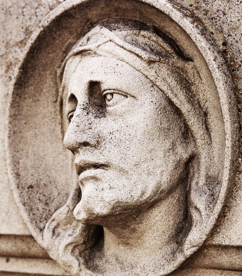 耶稣基督关闭的面孔古色古香的雕象的片段的 免版税库存图片