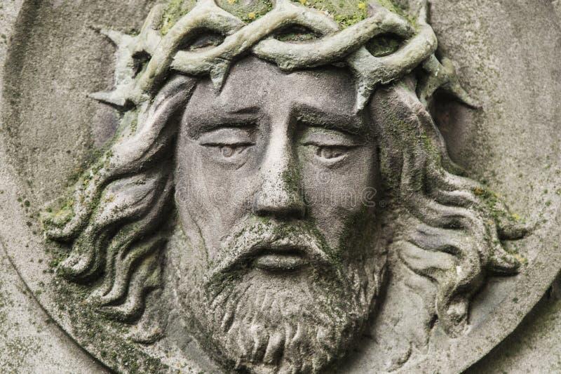 耶稣基督铁海棠的面孔雕象 免版税库存图片