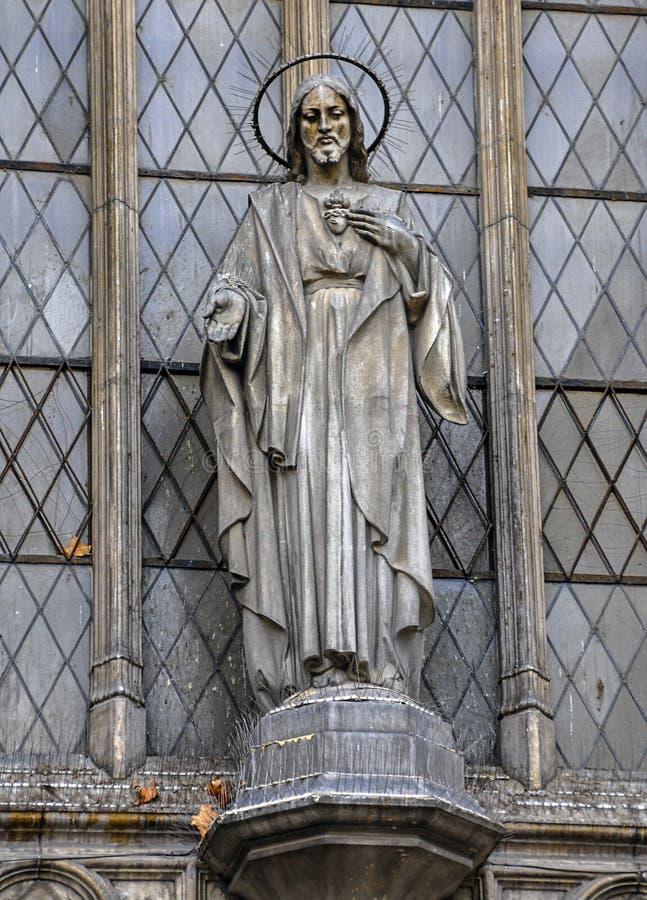 耶稣基督雕象在入口的对Sar大教堂  库存照片