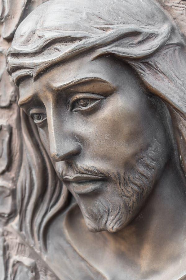 耶稣的面孔的古铜色雕象 库存图片