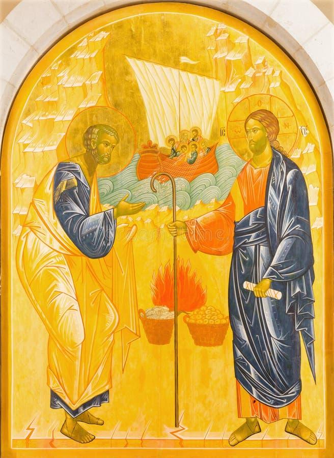 耶路撒冷-彼得和耶稣奇迹渔的 象在圣皮特圣徒・彼得教会里在Gallicantu 图库摄影