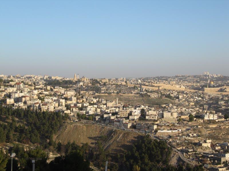 耶路撒冷 耶路撒冷,有岩石的圆顶的以色列的都市风景图象在日出的 免版税库存图片