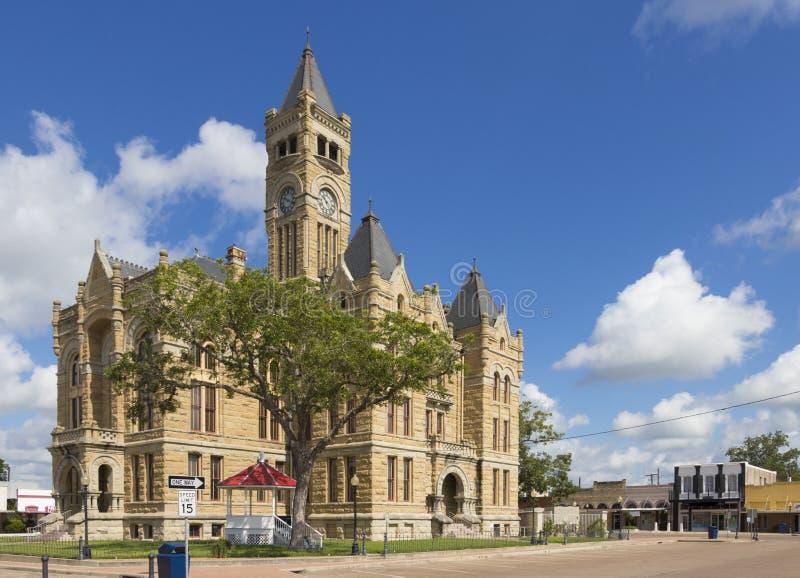 耸立在所有其他buidlings的法院大楼 图库摄影