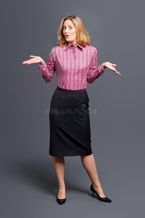 耸肩镶边妇女的衬衣肩膀 免版税图库摄影