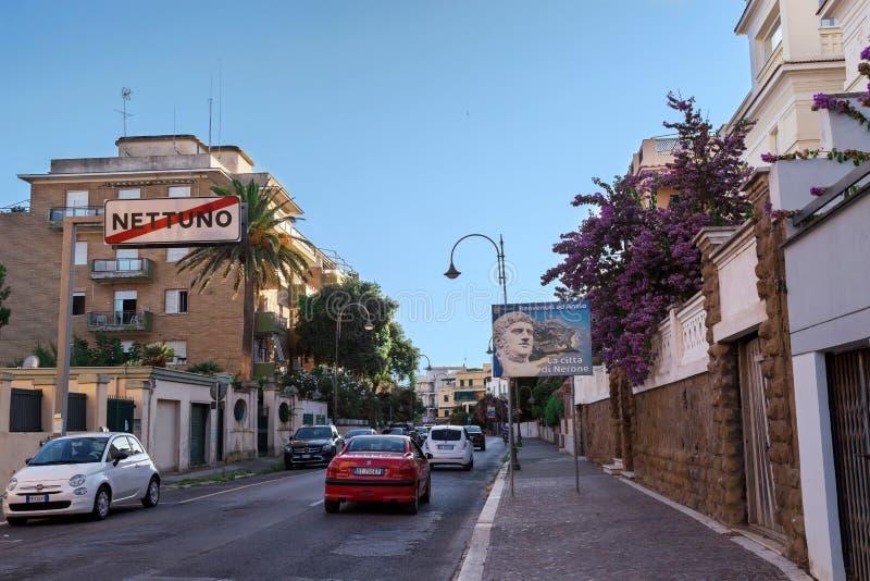 聂图诺,拉齐奥地区,意大利- 2018年8月27日:词条到安济奥市里 连接安济奥和聂图诺的路 免版税库存图片