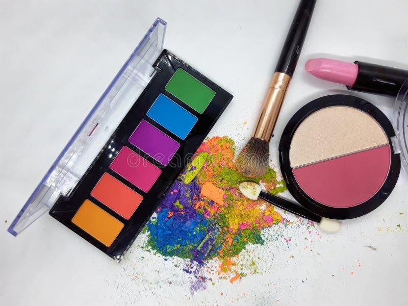 职业化妆刷彩色粉碎眼影 免版税库存图片