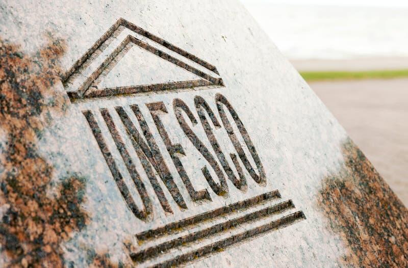 联合国科教文组织在石头雕刻的世界遗产标志 免版税库存图片