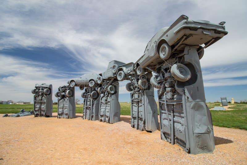 联盟, Nebraska/USA -第8 2018年:叫作` Carhenge `的旅游胜地在一个晴天看 库存图片