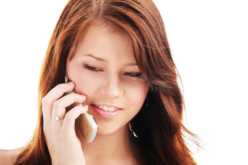 联系女孩的电话少年年轻人 免版税库存照片