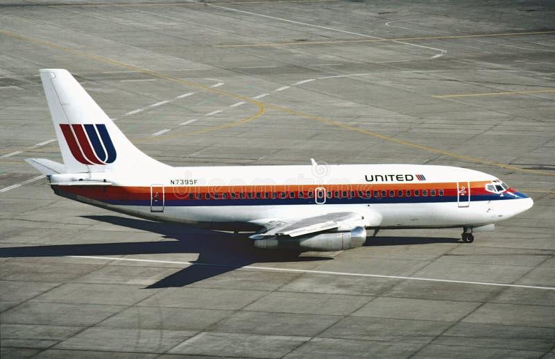 联航在洛杉矶国际机场的波音B-737在从旧金山的一次飞行以后 免版税库存照片