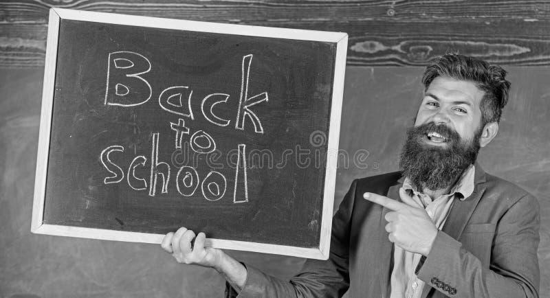 聘用的老师新的学年 回到学校教师补充 看起来合格的做的老师补全 免版税库存照片