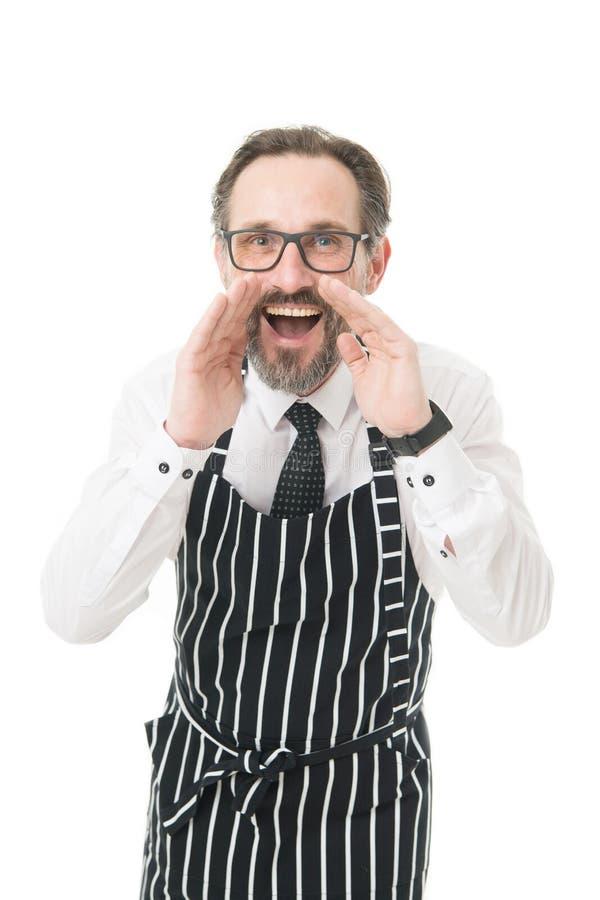 聘用的职员 呼喊在您的有胡子的人barista 在围裙通知的Barista 咖啡馆概念 成熟人工友 库存照片
