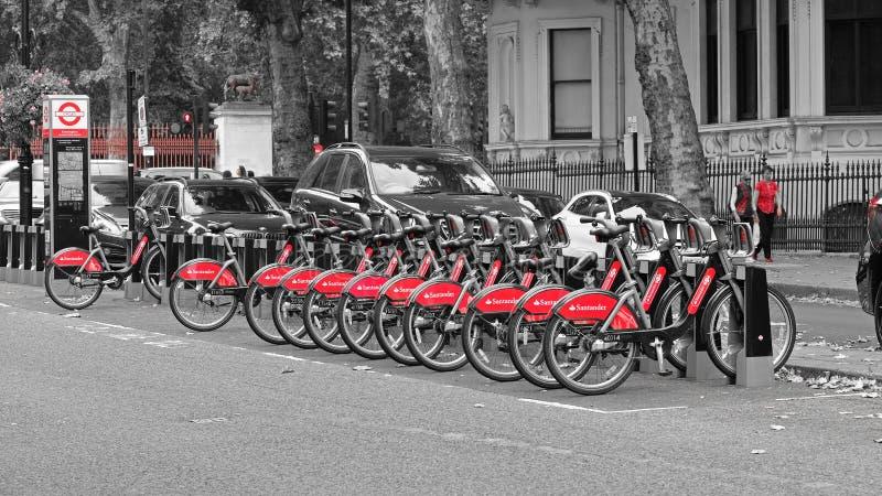 聘用的自行车在伦敦 免版税库存照片