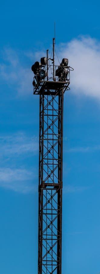 聚光灯生锈的塔  免版税库存照片