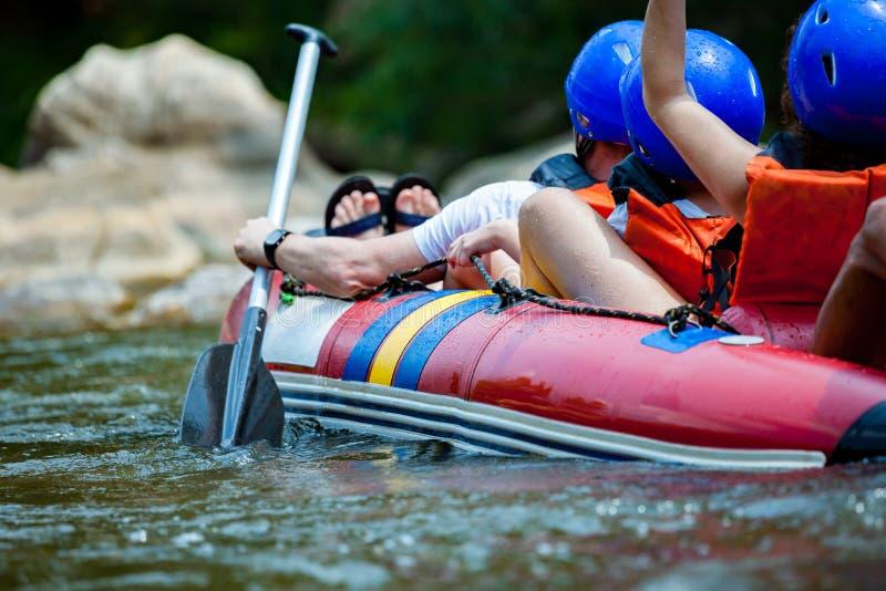 聚焦年轻人的某些部分在河漂流 免版税图库摄影