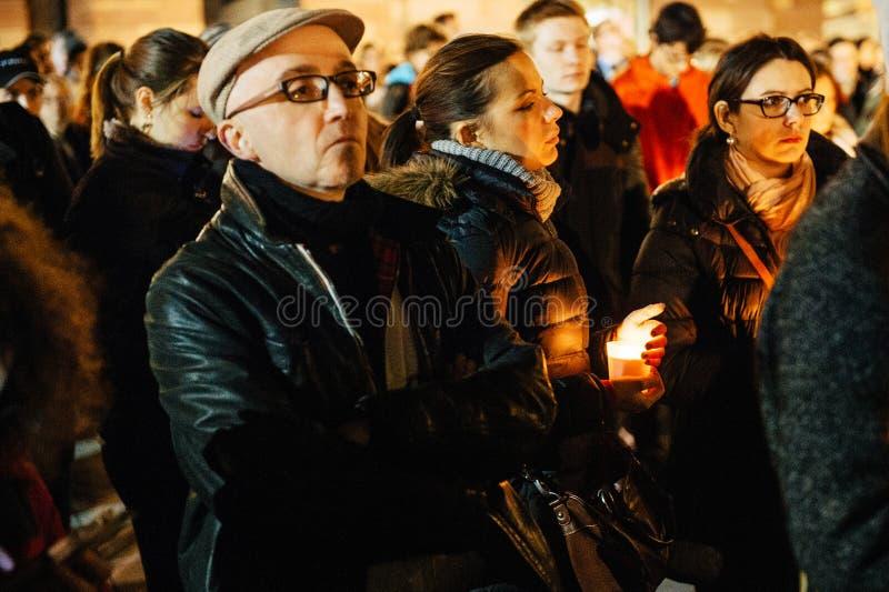 Download 聚集与蜡烛的人们 编辑类库存图片. 图片 包括有 害怕, 文化, 祈祷, 藏品, 11月, 监视, 拒付 - 62537979