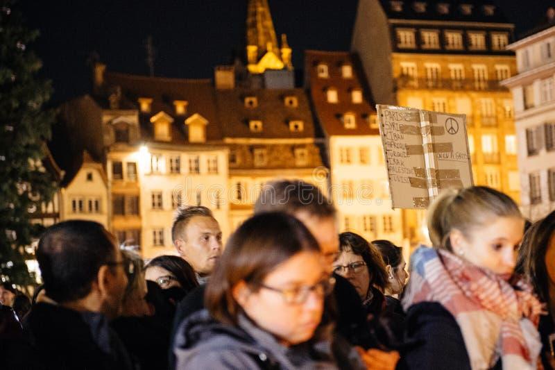 Download 聚集从巴黎攻击的受害者团结的人们 编辑类图片. 图片 包括有 蜡烛, 拒付, 11月, 史特拉斯堡, 城市 - 62537950