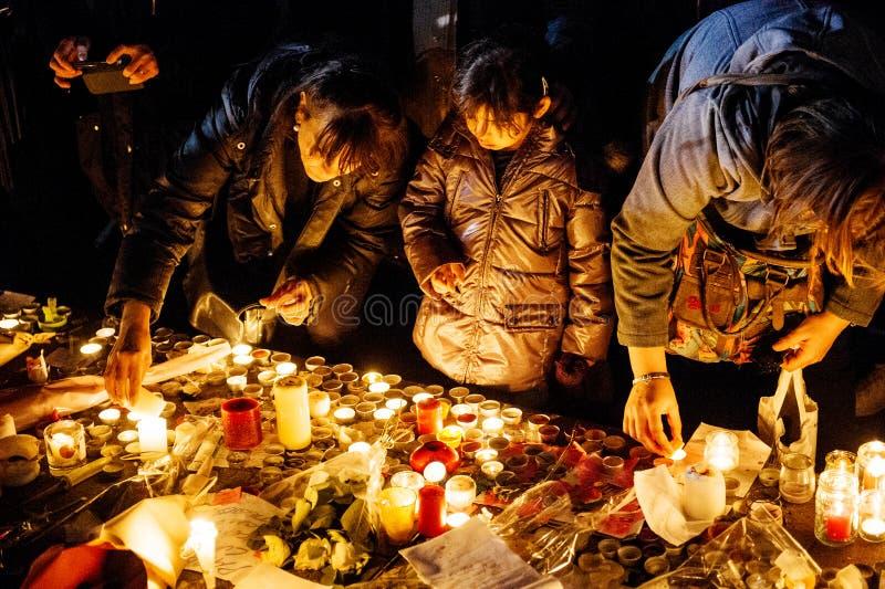 Download 聚集从巴黎攻击的受害者团结的人们 编辑类照片. 图片 包括有 临时, 守夜, 方面, 监视, 人们, ,并且 - 62537966