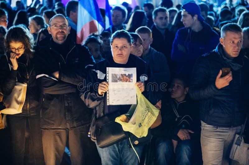 Download 聚集从巴黎攻击的受害者团结的人们 编辑类照片. 图片 包括有 法国, 监视, 安排, 晚上, 祈祷, 方面 - 62538011