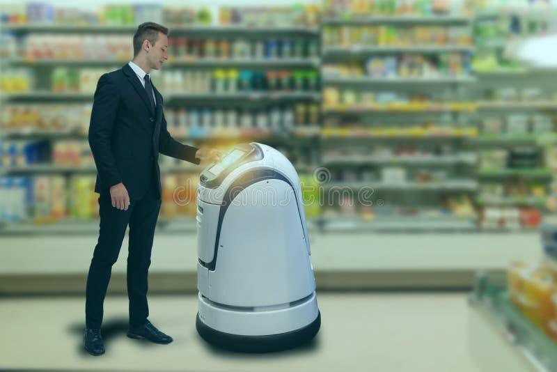 聪明的机器人技术概念,customerr跟随服务机器人对聪明的零售在百货店,商店,机器人能 库存图片