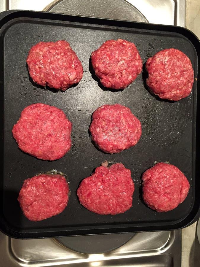 肉准备做汉堡包 库存照片