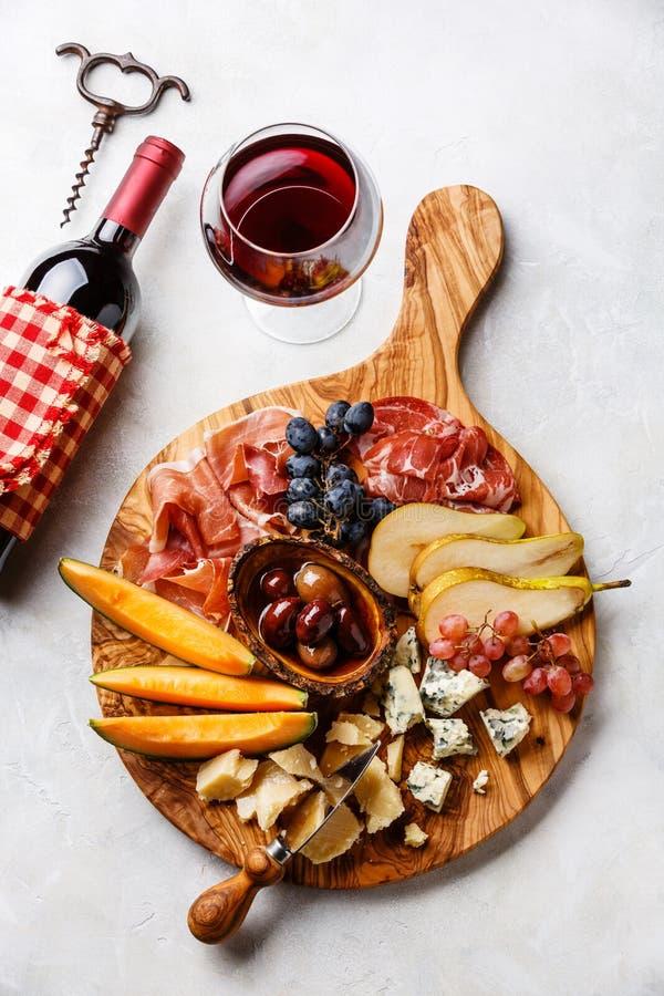 肉和乳酪盘子 图库摄影