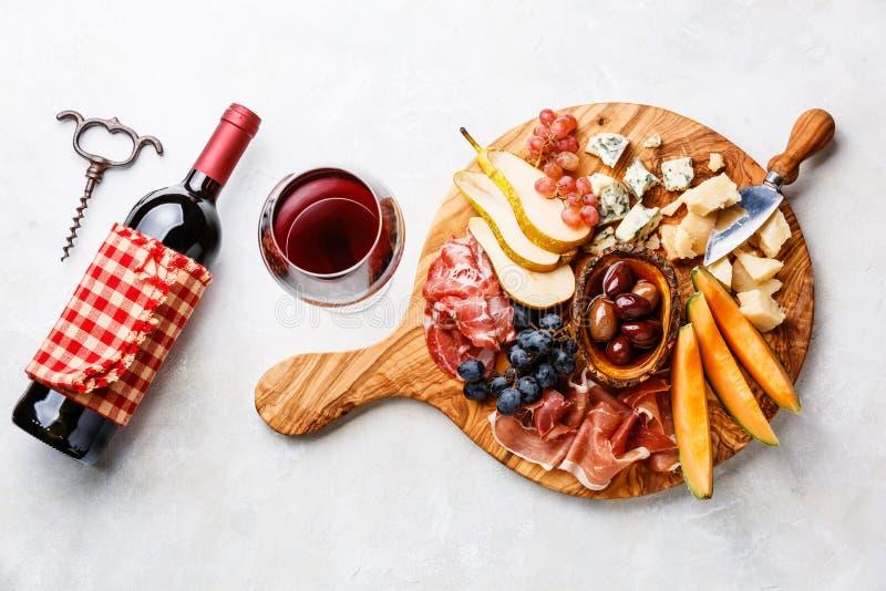 肉和乳酪盘子 免版税图库摄影