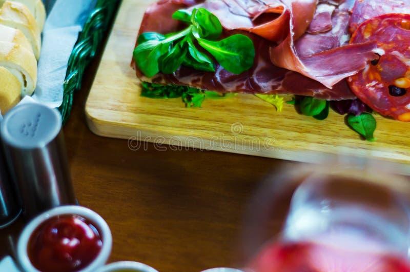 肉和其他起始者,各种各样的小盘, a的委员会 图库摄影