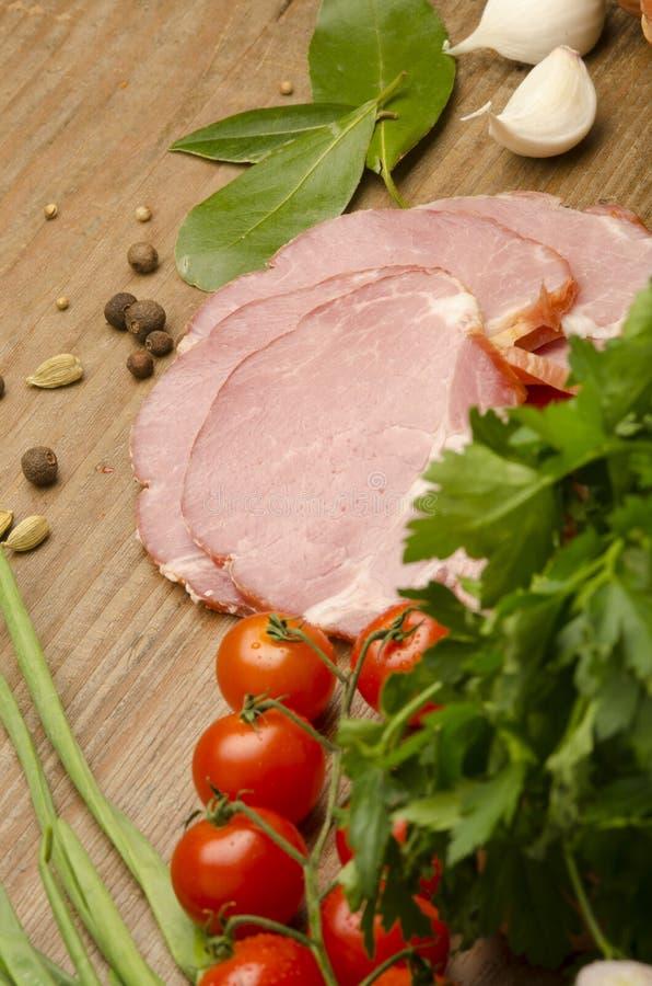 Download 肉和菜 库存图片. 图片 包括有 作用, 正餐, 背包, 胡椒, 饮料, 红色, 火腿, 牛奶, 圆白菜 - 30336933