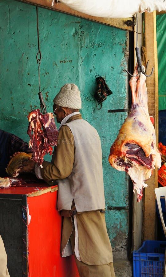 肉摊位在市场上在Kargil,印度附近的村庄 免版税库存照片