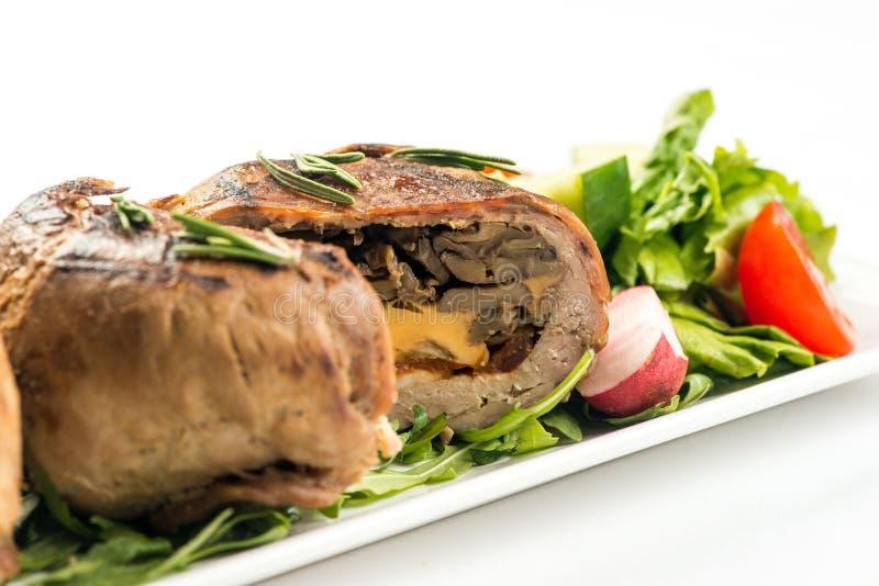 肉末大面包卷用蘑菇和红萝卜 库存图片