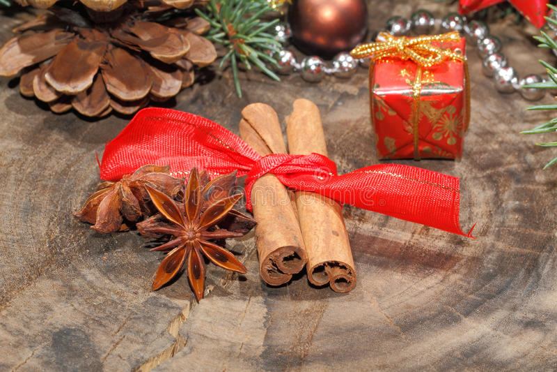 肉桂条,八角,圣诞节装饰 库存图片