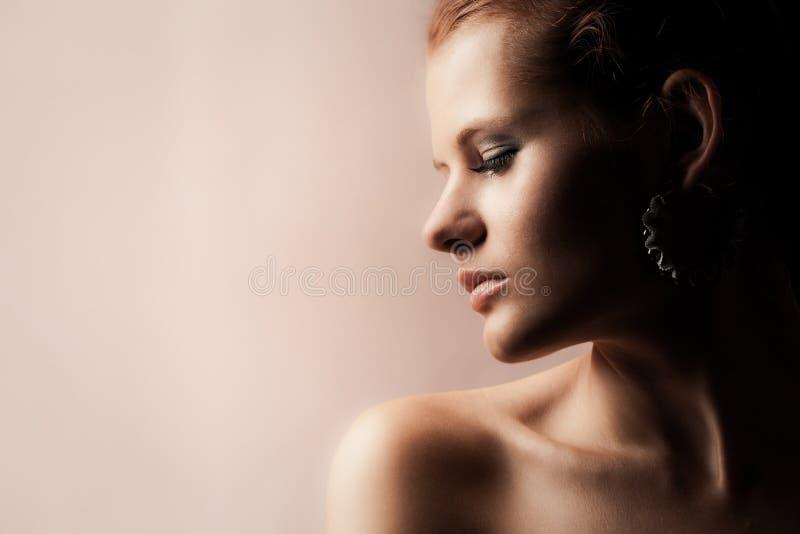 肉欲女孩的红头发人 图库摄影
